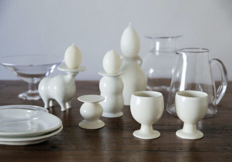 ガラス作家・山野アンダーソン陽子さんと〈郡司製陶所〉によるガラスと陶器の展覧会。