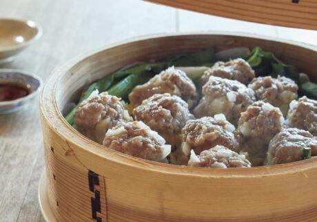 家で料理を楽しむ人たちの、お気に入りの一皿。ジャンボしゅうまい料理写真家・福尾美雪