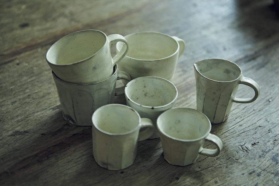 普段使いに愛用しているカップは、雅姫さんが器好きになるきっかけとなった作家・花岡隆の手によるもの。ぬくもりを感じる面取りが印象的。