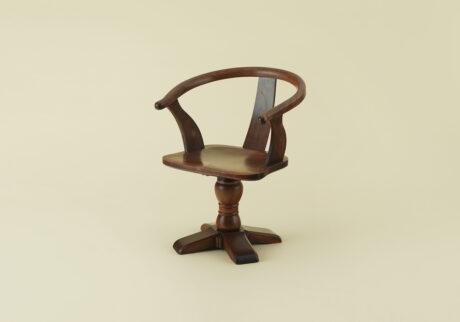 骨董王子・郷古隆洋の日用品案内。吉田璋也の曲木肘掛回転椅子