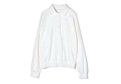 ニットのような上品な趣の〈ザ・ロウ〉のスウェットシャツ。