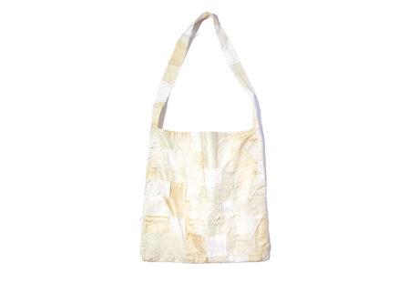 今季デビューしたユニセックスブランド〈キタン〉のバッグ。