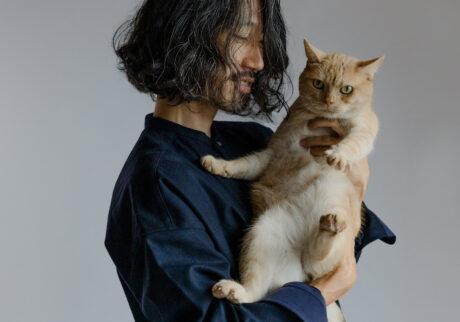 ふきげんな猫、ぶんぶん日記 。vol.28 おいおい、抱っこしないでよ。