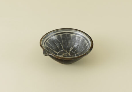 骨董王子・郷古隆洋の日用品案内。小鹿田焼のすり鉢