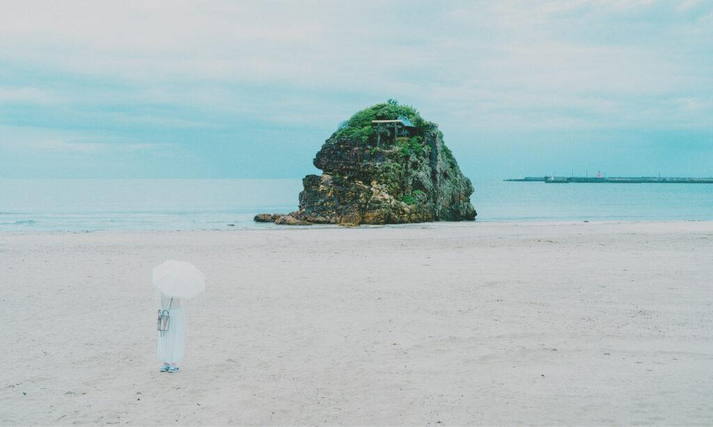 『古事記』『日本書紀』に描かれた国譲り神話の舞台「稲佐の浜」。