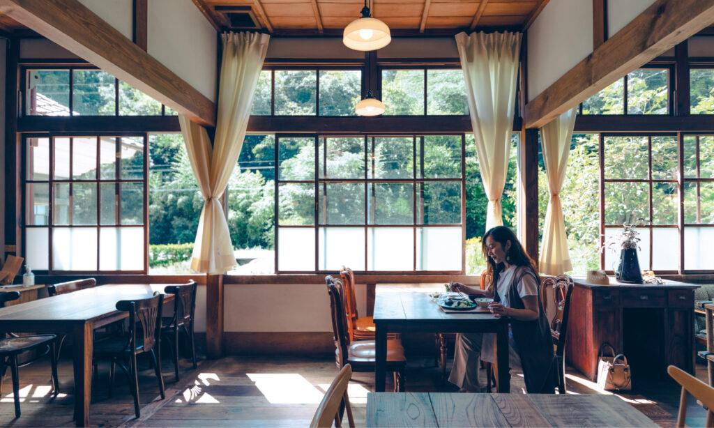 津和野の里山にあるレストラン『糧(かて) ハタガサコ×72recipes』。