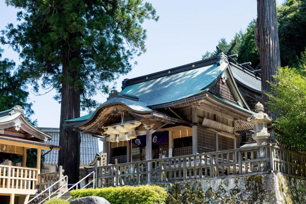 須佐之男命(スサノオノミコト)が建てた日本初の宮と伝えられている「須我神社」。