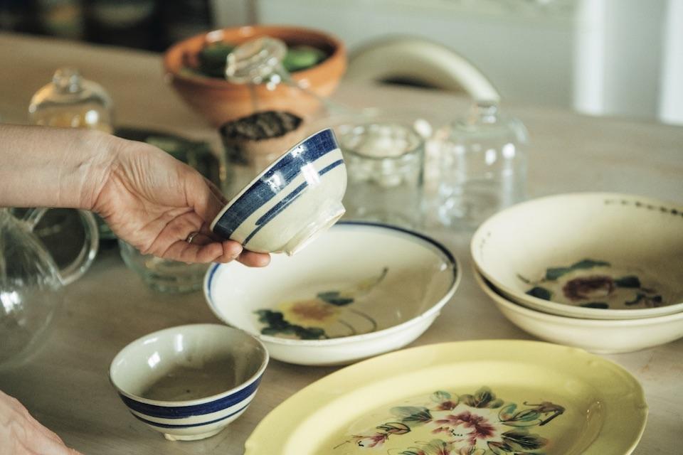 こちらもソンべ焼。飯碗や平皿など、和食にも合うサイズ感。小鉢にしたり、煮物を入れたり。