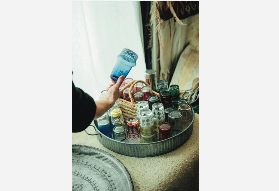 トルコのチャイグラス。「問屋街やほこりをかぶっているような古道具店 で見つけるのが楽しい。言い値みたいなことも多いです(笑)