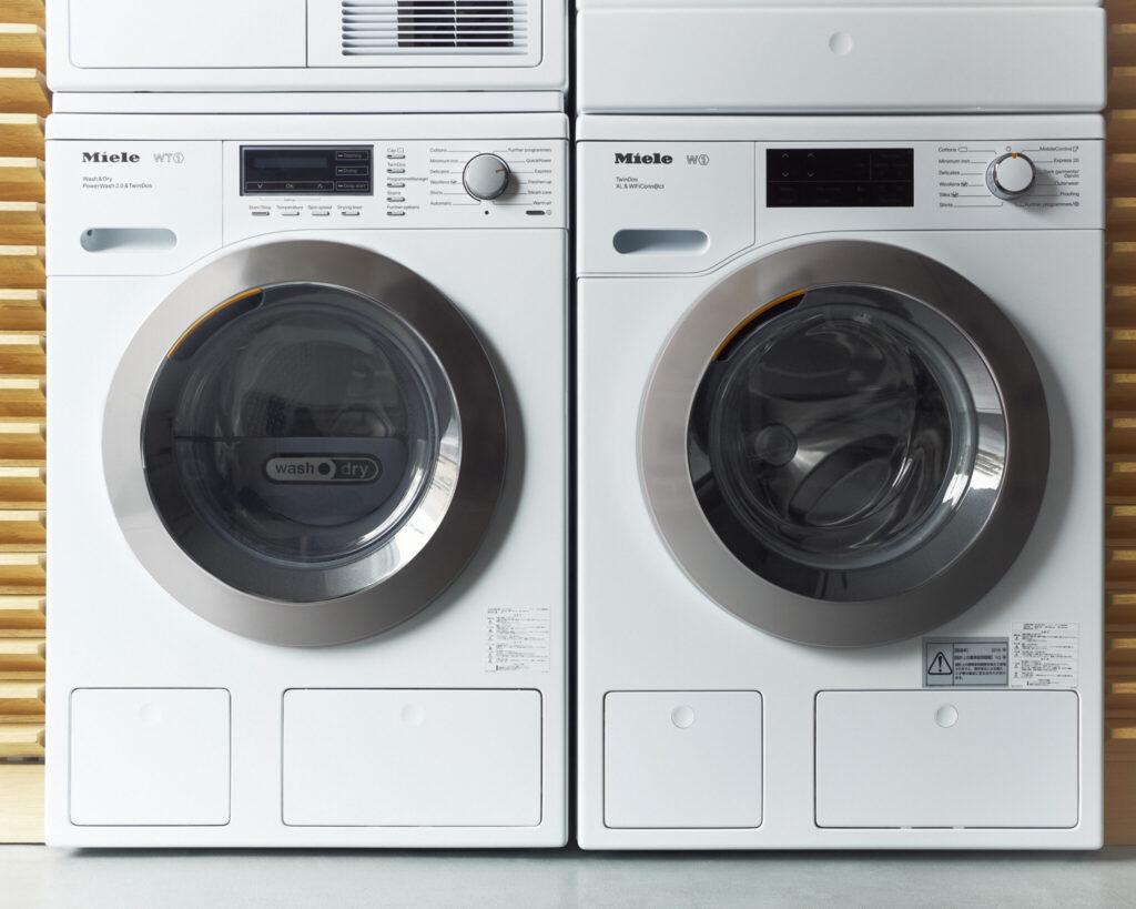 左/WT1 洗濯乾燥機 ¥460,000 W596×D637×H846〜854㎜ 洗濯・脱水容量7kg 乾燥容量4kg 右/W1 洗濯機 ¥380,000 W596×D636×H846〜854㎜ 洗濯・脱水容量9kg