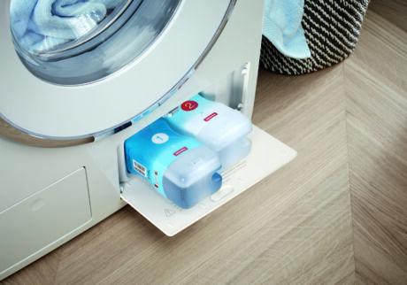 液体洗剤自動投入システム「ツインドス」。専用洗剤をカートリッジごとセットしておけば、プログラムに最適なタイミングで自動投入される。