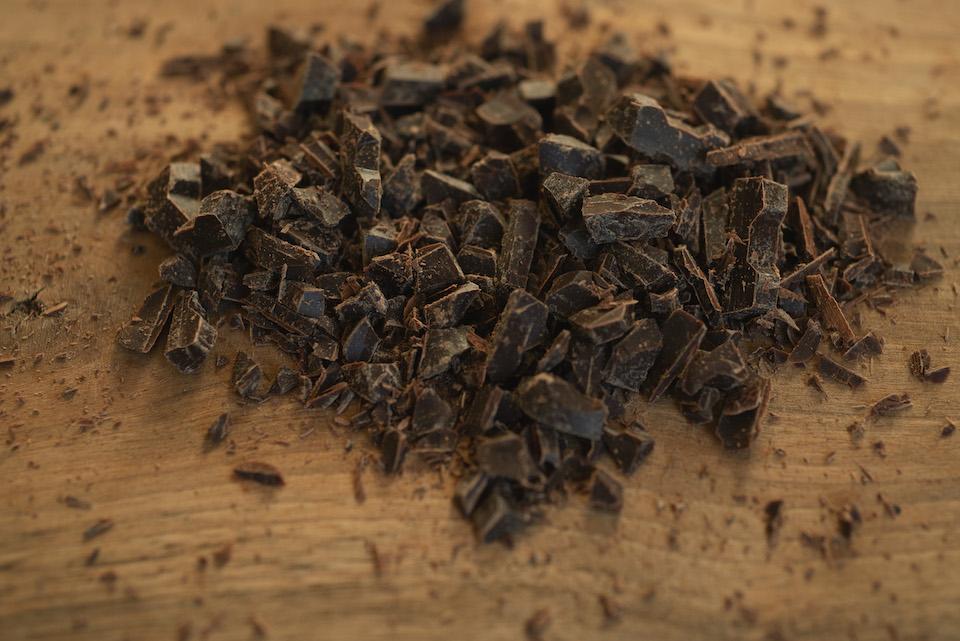 1.チョコレートを細かく刻む。