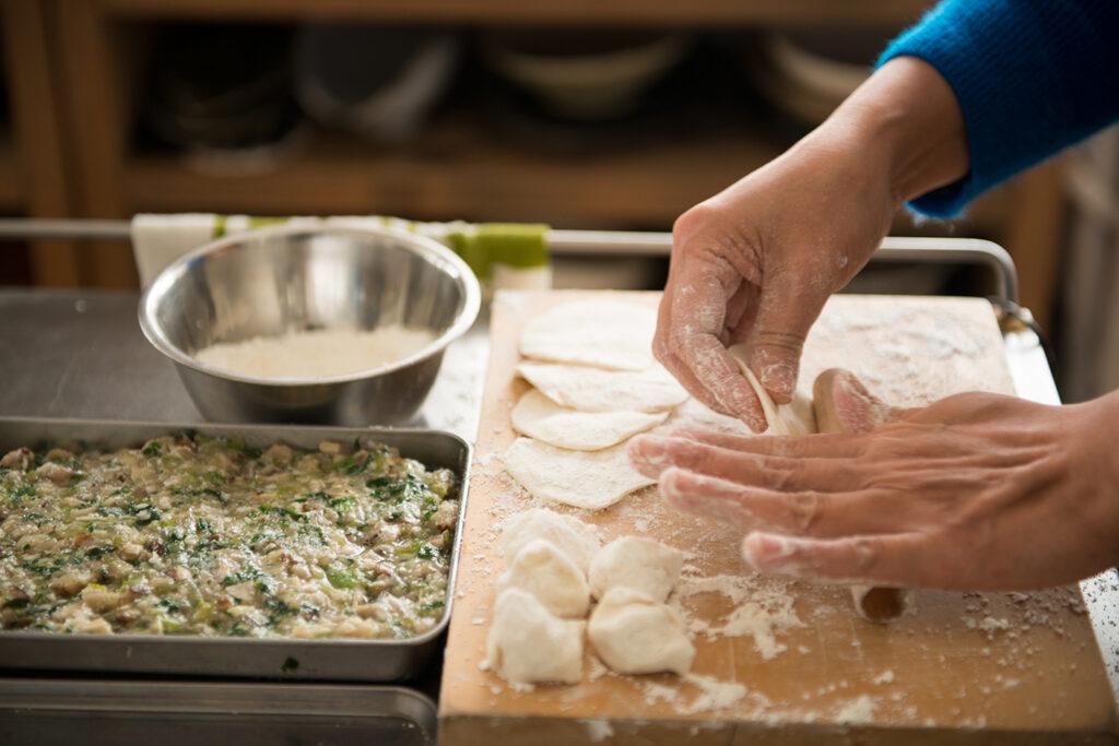 """福田さんが友だちなどに料理を振る舞う、通称""""Hamiru亭""""でも水餃子は定番メニューの1つ。"""
