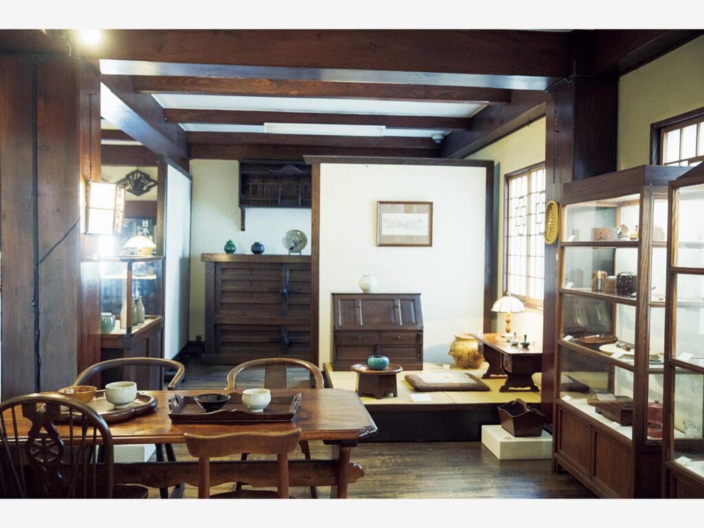 生活の場を見るような『鳥取民藝美術館』(鳥取県鳥取市栄町651)の展示。