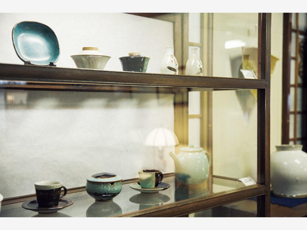 牛ノ戸焼の古作も展示されている。
