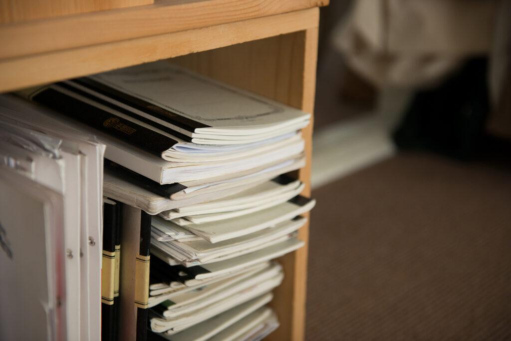 これまで書き留めてきた歴代のノートたち。以前のものも時々読み返すそう。