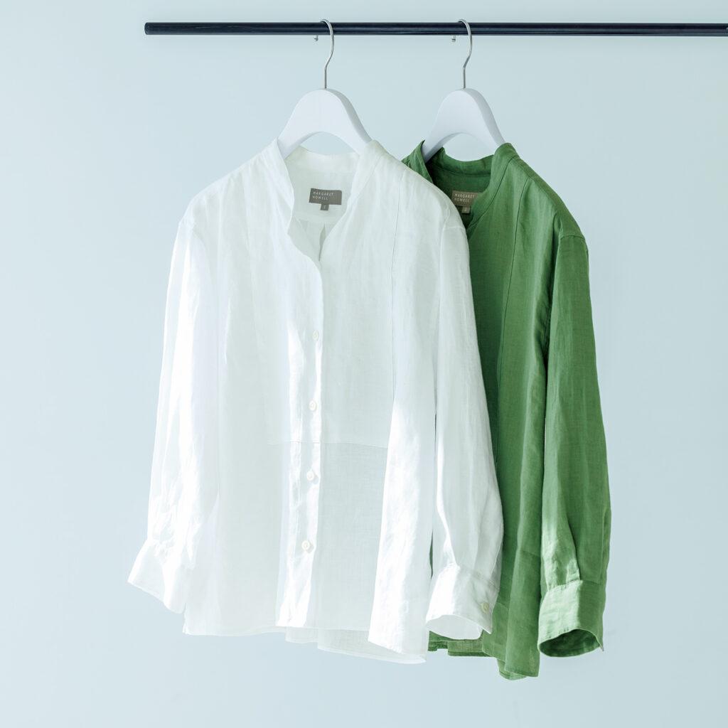 理想とする色や風合いを出すために何度も試行錯誤を重ねた、リネンボイル素材のシャツ。各¥29,000