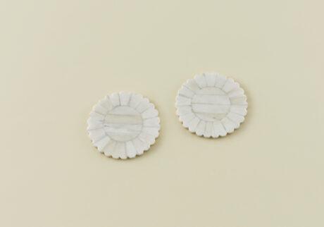 骨董王子・郷古隆洋の日用品案内。インドの貝細工のコースター