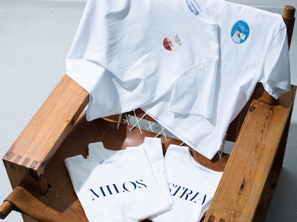 上質なコットン素材を使ったクルーネック T シャツ。 雑誌で過去に取り上げた都市の名前を配したものと、これまでの表紙を落とし込んだデザインの2種類。 Tシャツ¥9,900
