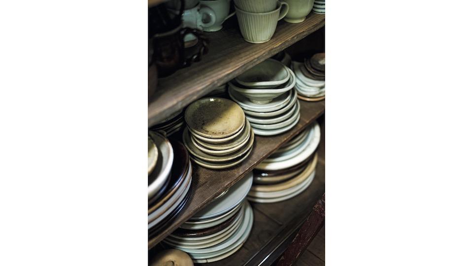 土地と職業柄、陶芸家の友人も多く、普段使いの器は郡司庸久・慶子夫妻、森岡成好・由利子夫妻のものが多い。