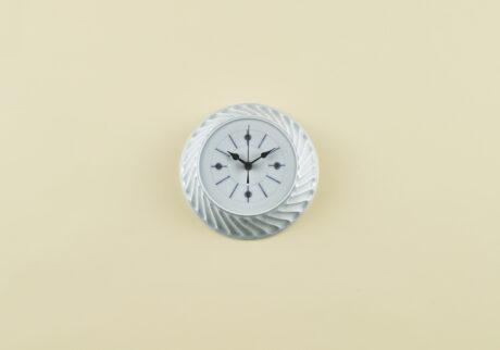 骨董王子・郷古隆洋の日用品案内。艸茅窯の壁掛け時計