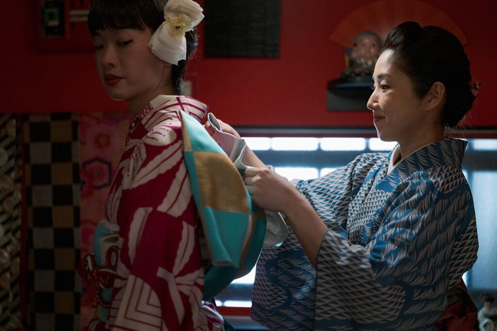 アンティーク着物専門店『着縁』 店主 小田嶋 舞さん 日本の美意識が詰め込まれた着物文化を現代へ繋ぐことがコンセプト。使われなくなった着物をいまの生活に落とし込んだリメイク作品の制作など、新しい着物の楽しみ方を若い世代に発信している。