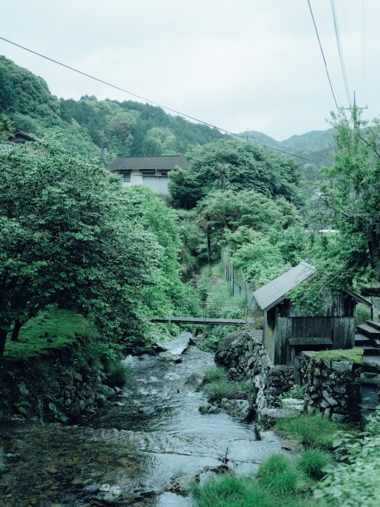 深川窯がある三ノ瀬集落には5 つの窯元が現存。