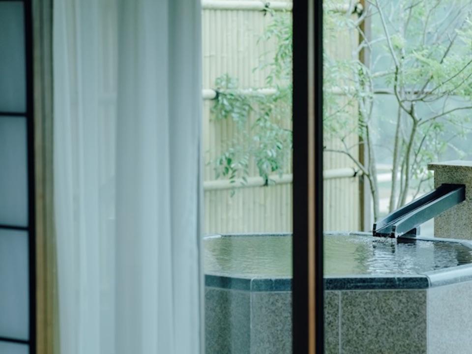『大谷山荘』には、露天風呂付き客室もあり、ゆっくりと温泉を堪能できる。