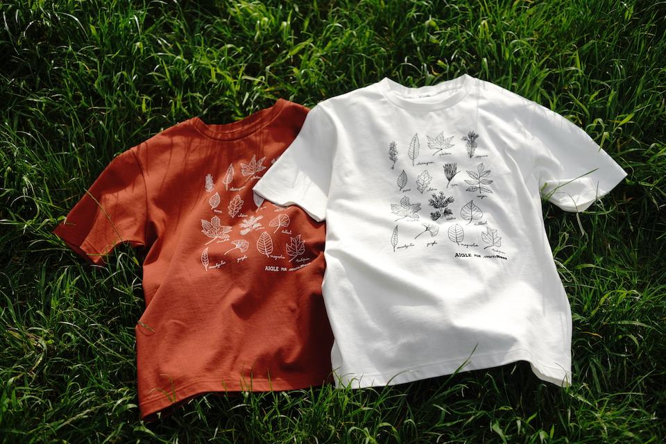 Tシャツはシャリ感のある上品な生地で、肌触りの良さも抜群。左・HENNNE、右・LISERONの2色展開。サイズはS〜XL(男女兼用)。Tシャツ各¥6,490