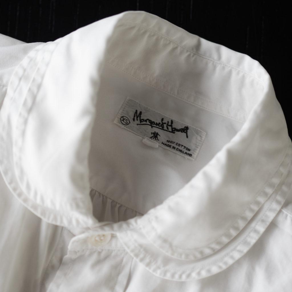 〈マーガレット・ハウエル〉の思い出のアイテムとして栗野さんが披露したのは、40年以上前に購入した白いシャツ。