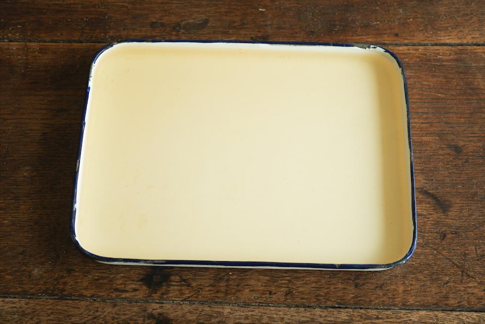 2. 粗熱が取れたらレモン汁を加え、バットに流し冷凍庫で完全に固める。