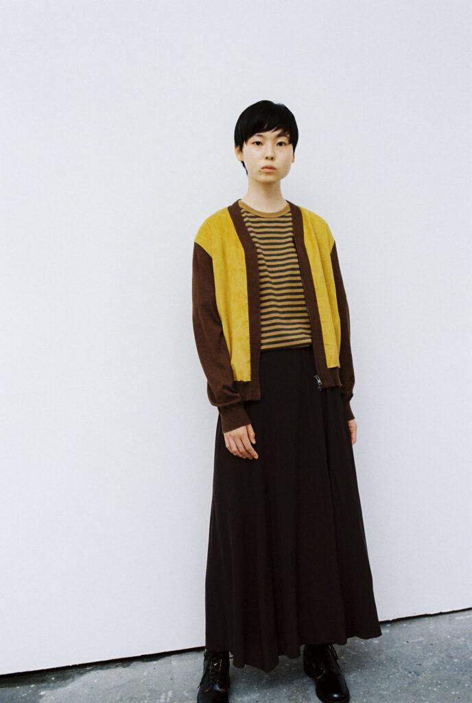 photo02/カーディガン¥31,900、Tシャツ¥9,350(ともにナナミカ/ナナミカ 代官山) その他スタイリスト私物