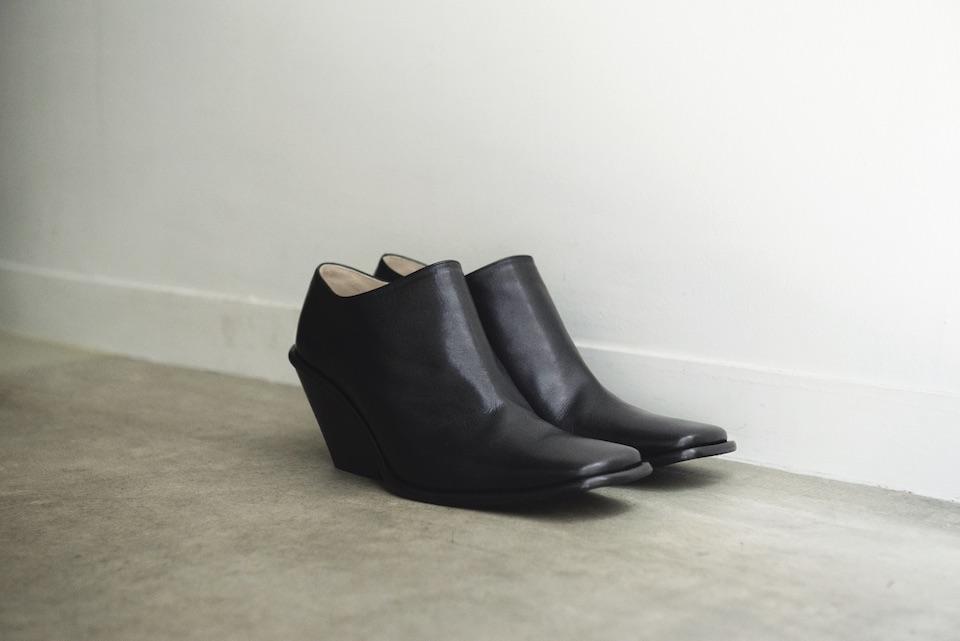 足首が見える絶妙なバランスで佇まいも美しい、アンクルブーツ。「Naty-2」ヒール7cm ¥41,800