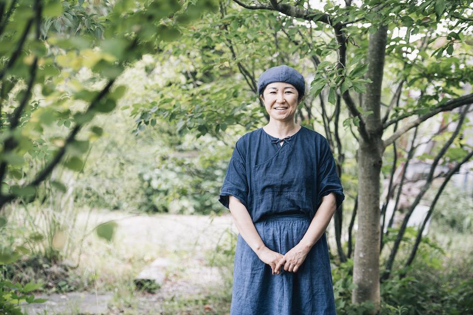 出産を機に大阪の出版社を退職。日々、子育てだけに終始するのをよしとせず、パンづくりを始めたあゆみさん。「いずれ自然の中で暮らしたい」と考えていた夫・公明さんも同じ道を歩き始めました。