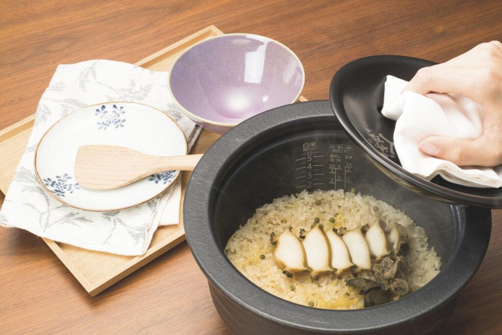 専用の中ぶたを使うと、1合からでもおいしく仕上がる「一合料亭炊き」が楽しめる。