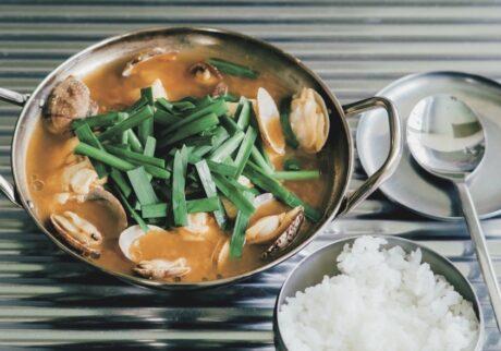 家で料理を楽しむ人たちの、お気に入りの一皿。スンドゥブチゲスタイリスト・竹内万貴